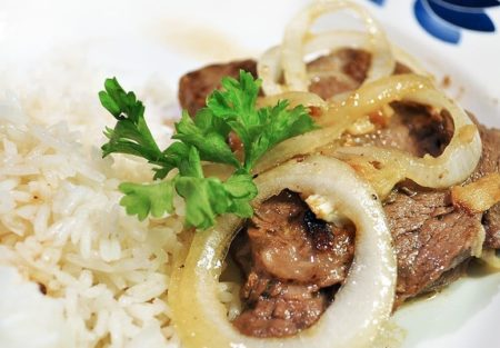 Biftec Encebollado