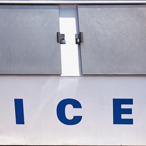 Tenemos neveras disponibles para hielo